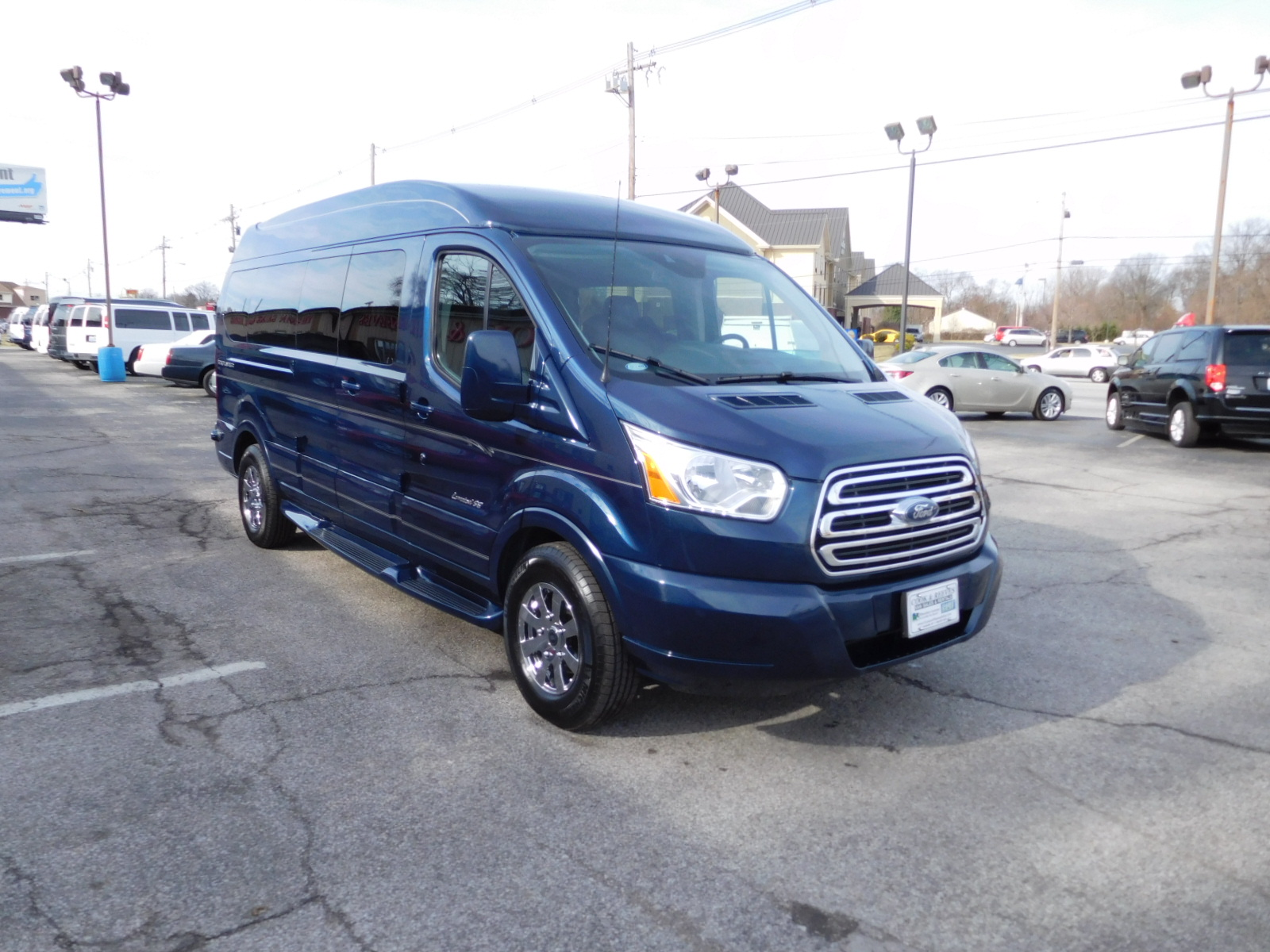 17 FORD TRANSIT 9 PASS-EXPLORER LIMITED SE