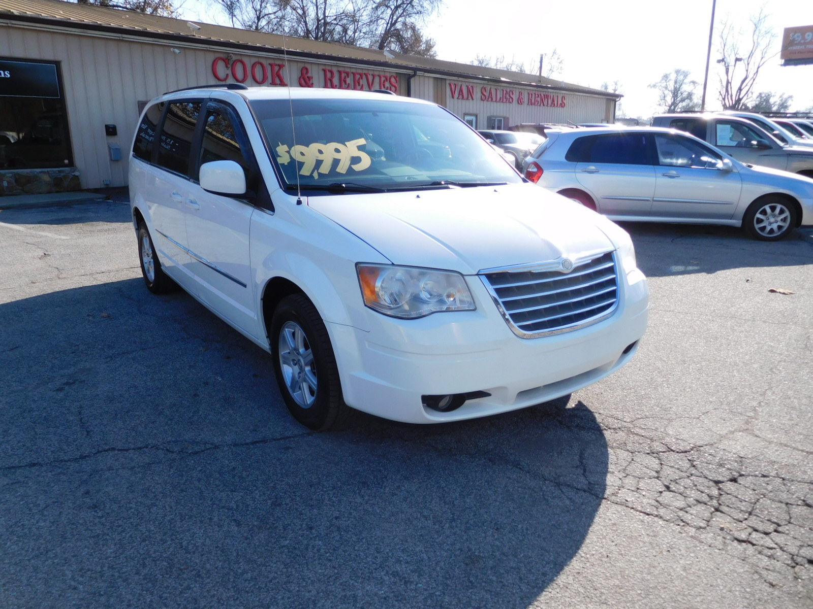 10 CHRYSLER TOWN & COUNTRY TOURING