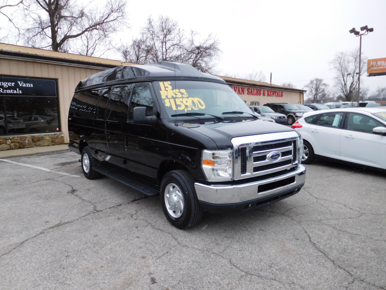 11 FORD E350 XLT 15 PASSENGER RAISED ROOF