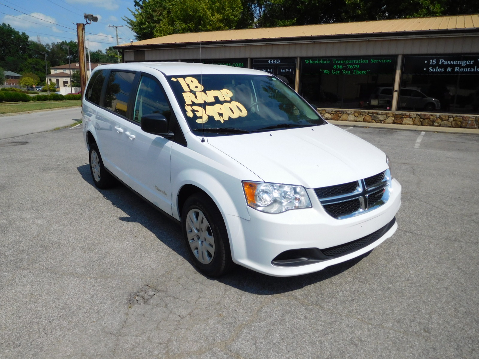 18 DODGE GRAND CARAVAN WHEELCHAIR VAN
