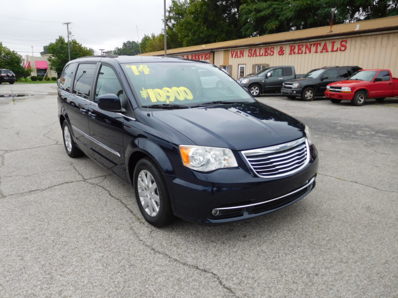 14  Chrysler Town & Country Touring